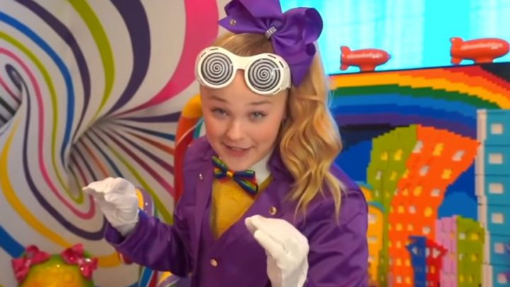 JoJo Siwa's Tour Of Her Willy Wonka-Themed Bedroom Will Put You In A Sugar Coma! – Perez Hilton