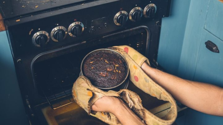 Twitter users share baking fails during quarantine